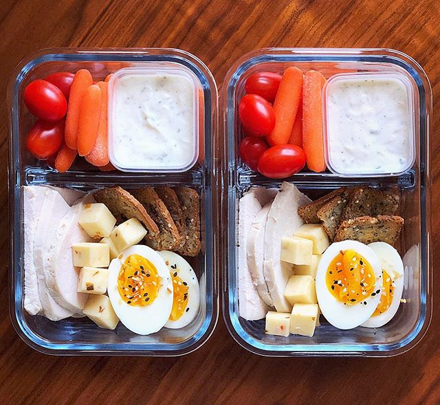 It's been too dang long since I've made myself an adult lunchable 😅I used to make these all the time! This protein snack box was one of my favs to make 😍 💖 . . Gonna make some more this week, any ideas for adult lunchable combos, let me know in the comments below!! 🤔🔥 . . .  4 SP per box! cant wait to snack my heart out 💖🥰 . . . What's inside...👇🏻 . . Tomatoes (0SP)  Carrots (0 SP)  @traderjoes Roasted Turkey breast (0 SP)  Pepper jack cheese stick, cut up (3 SP)  @traderjoes raisin crisps (4 for 1 SP)  Perfectly hard boiled egg (0 SP)  Homemade Greek Yogurt Ranch (0 SP) - so easy, one container 0% Greek yogurt, some @hidden.valley ranch seasoning, a squeeze of lemon juice, hot sauce, and then a little water (just to get the dip consistency you like)