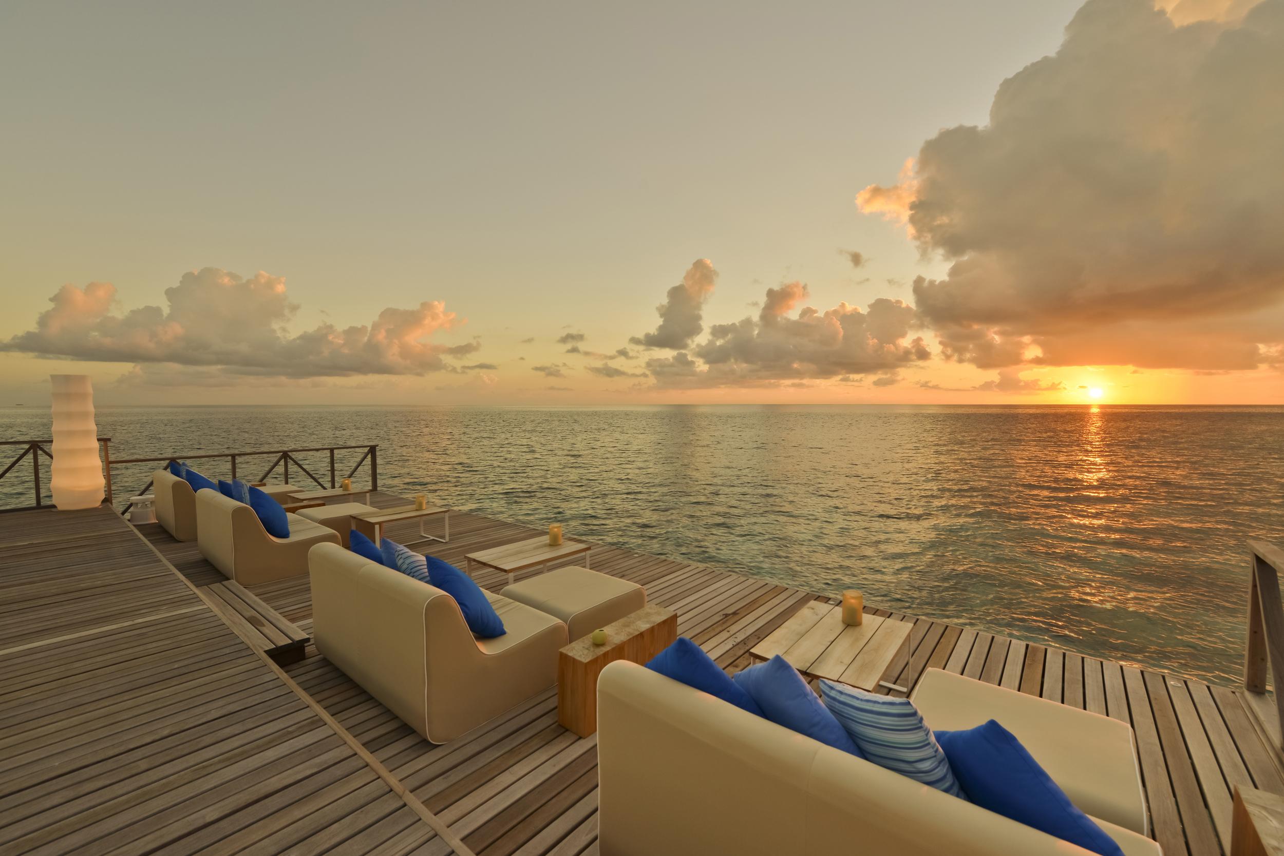 Hi_PHUV_59890321_Sunset_At_Raw_Deck.jpg