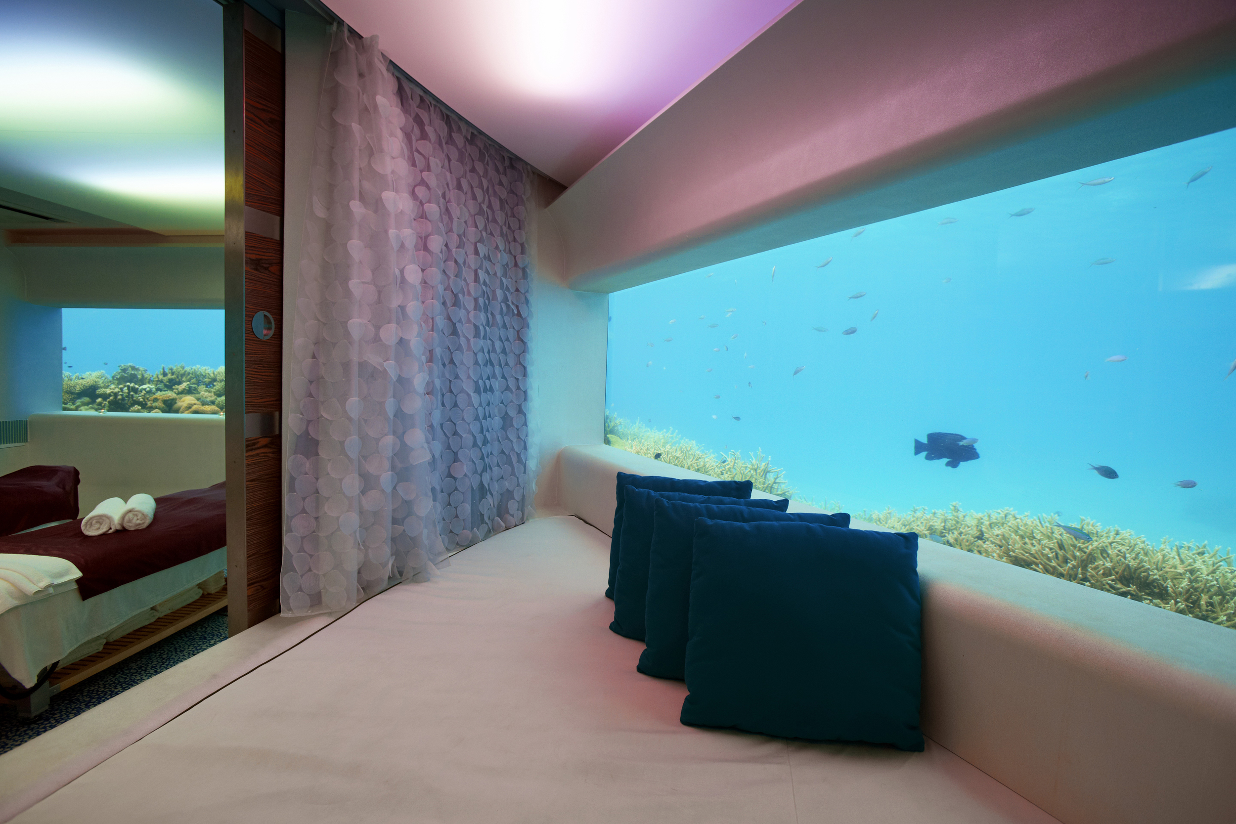 Hi_PHUV_59890353_Underwater_LIMESpa.jpg