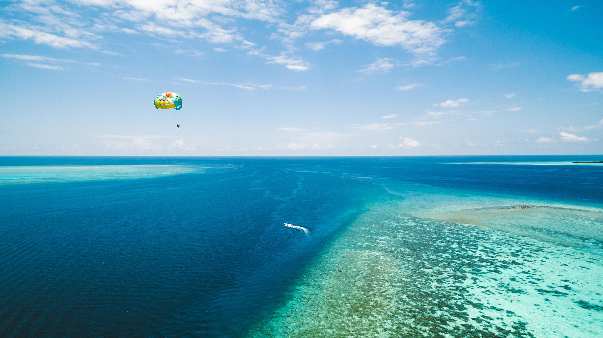 Hi_PHUV_68730285_PHUV_Paragliding_02_G_A_L.jpg