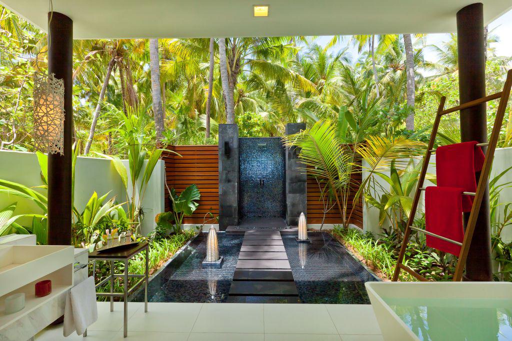 Hi_PNIY_67618687_Beach_Studio_Bathroom.jpg