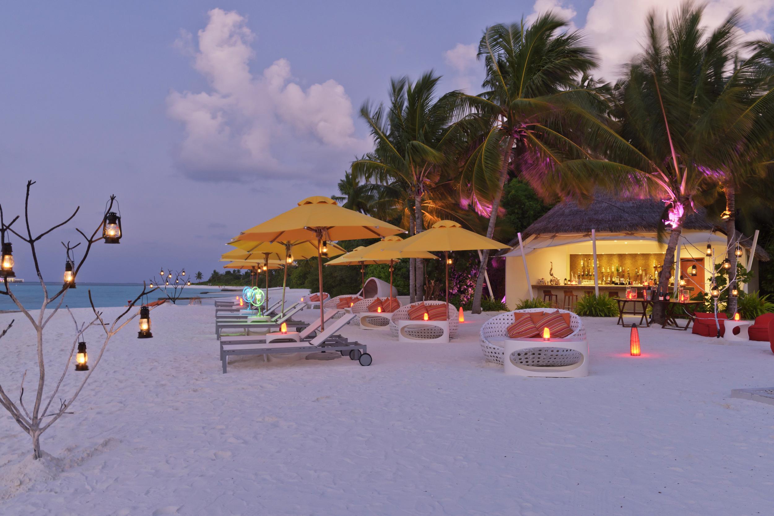 Hi_PNIY_67619620_Dune_Beach_Bar_at_Night.jpg