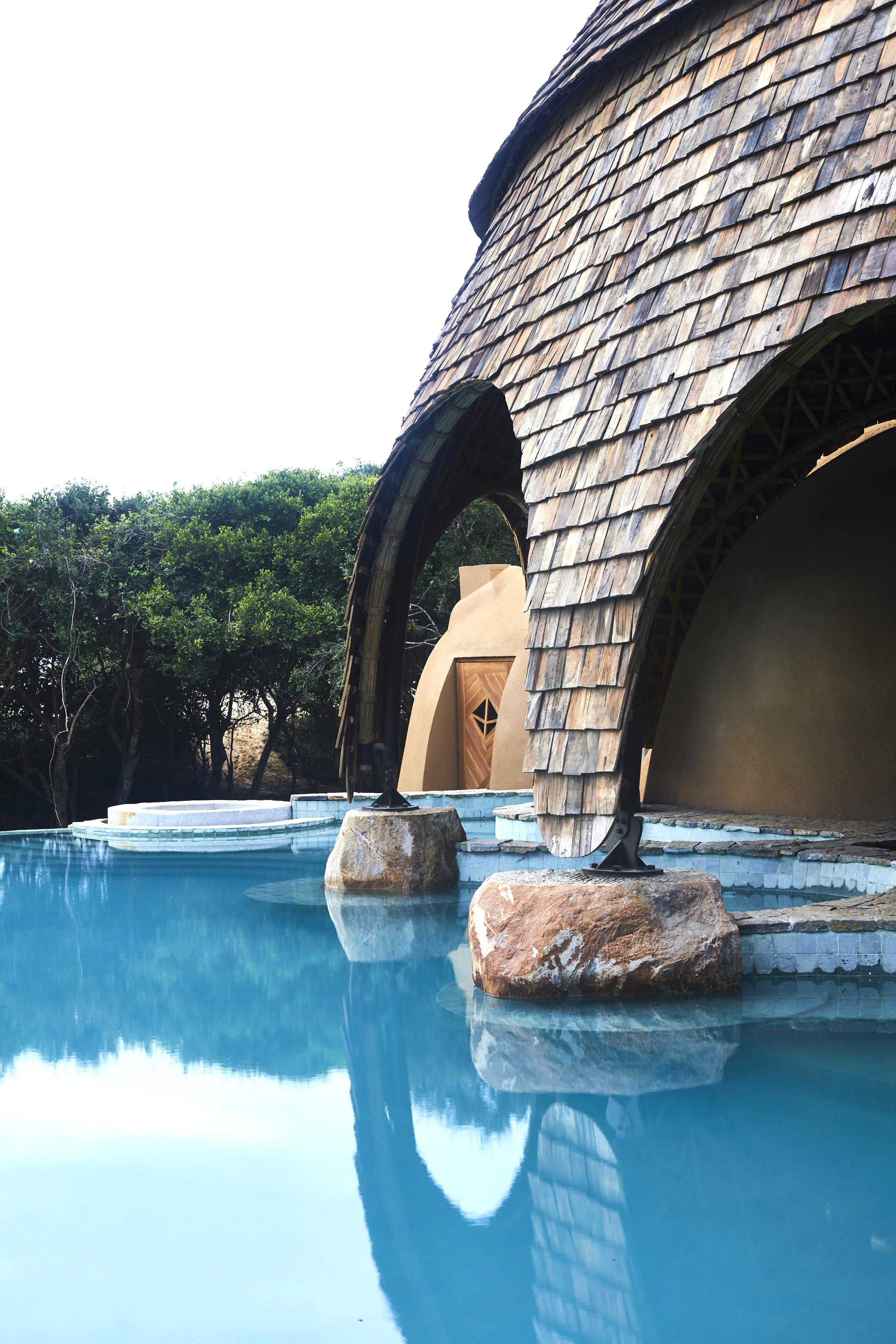pool and bar.jpg