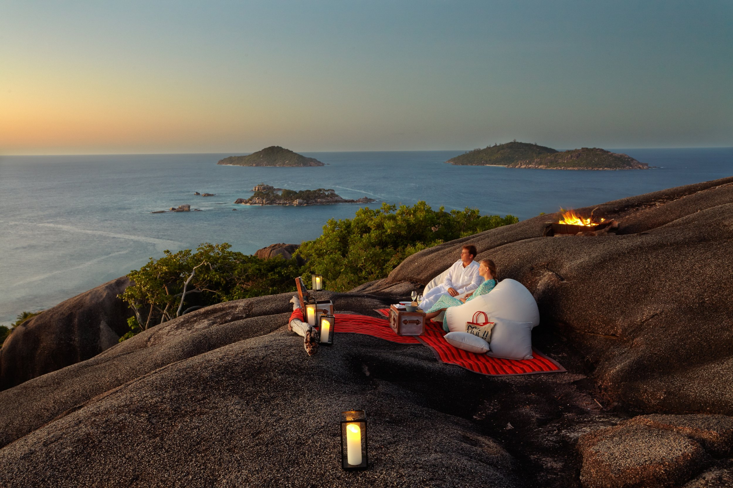 Sunset_cocktail_on_Top_of_the_Hill3_[6748-A4].jpg