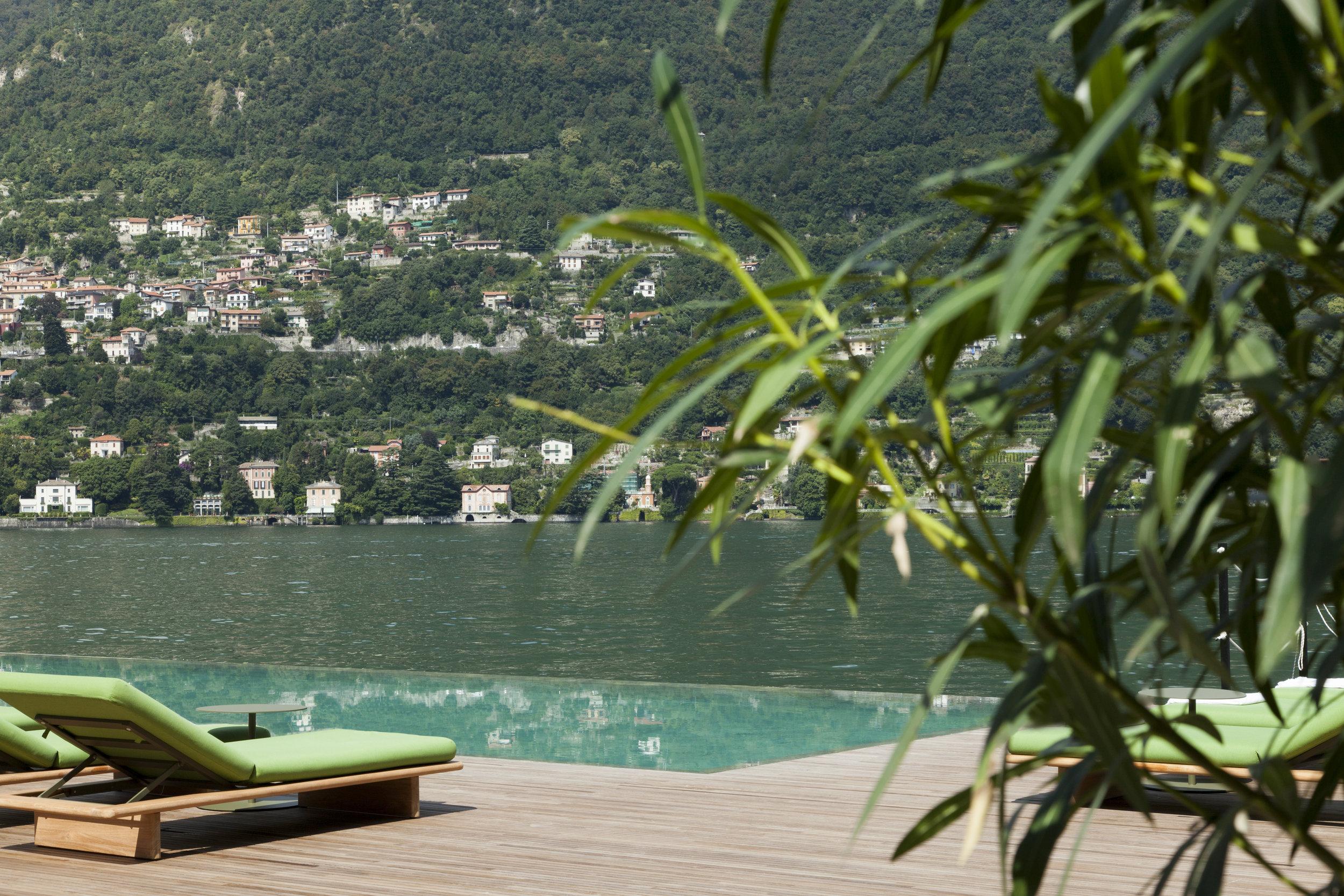 Room + Lake. Photo property of Il Sereno.