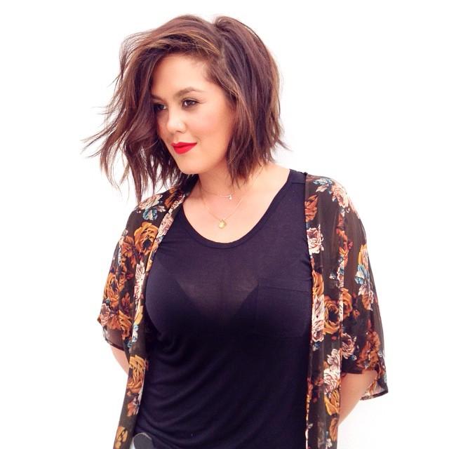 💙 My #beautiful & talented friend @deedaly1! ❤️🔥 #hairtalk @olaplex #brunette #brunettebabe #sunkissed #chocolatebrown #caramel #foils #olaplex #lob #undercut #sexyhair #undonetexture Color & cut by moi @mechesalonla! #mechesalon #mechesalonla #beverlyhillshair #chrisgreenehair