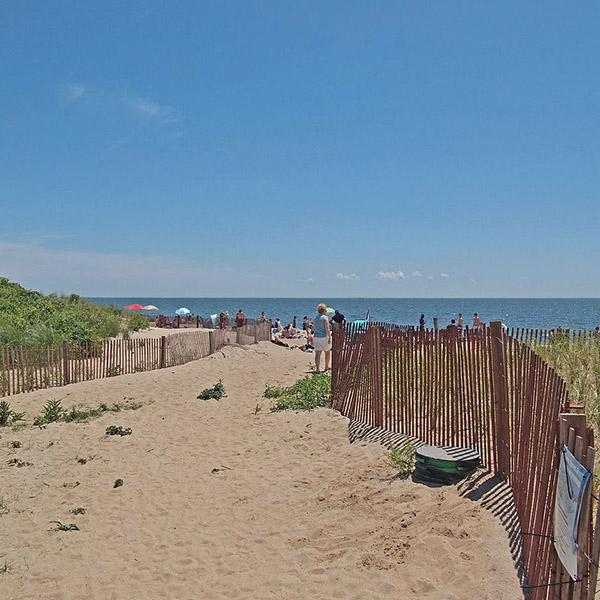 Image: Hammonasset Beach State Park, Connecticut, by rickpilot_2000 via Wikimedia Commons.
