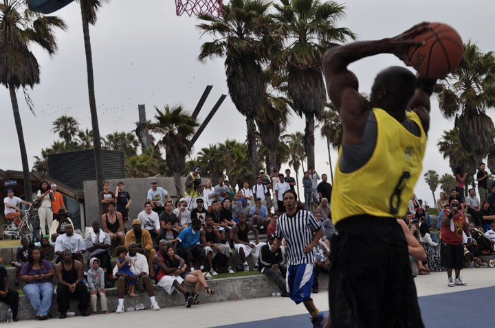 Anybody who knows me.. knows that my two loves are Music & Basketball... and this event was all that and then some.    Here's T.O. thundering one down.