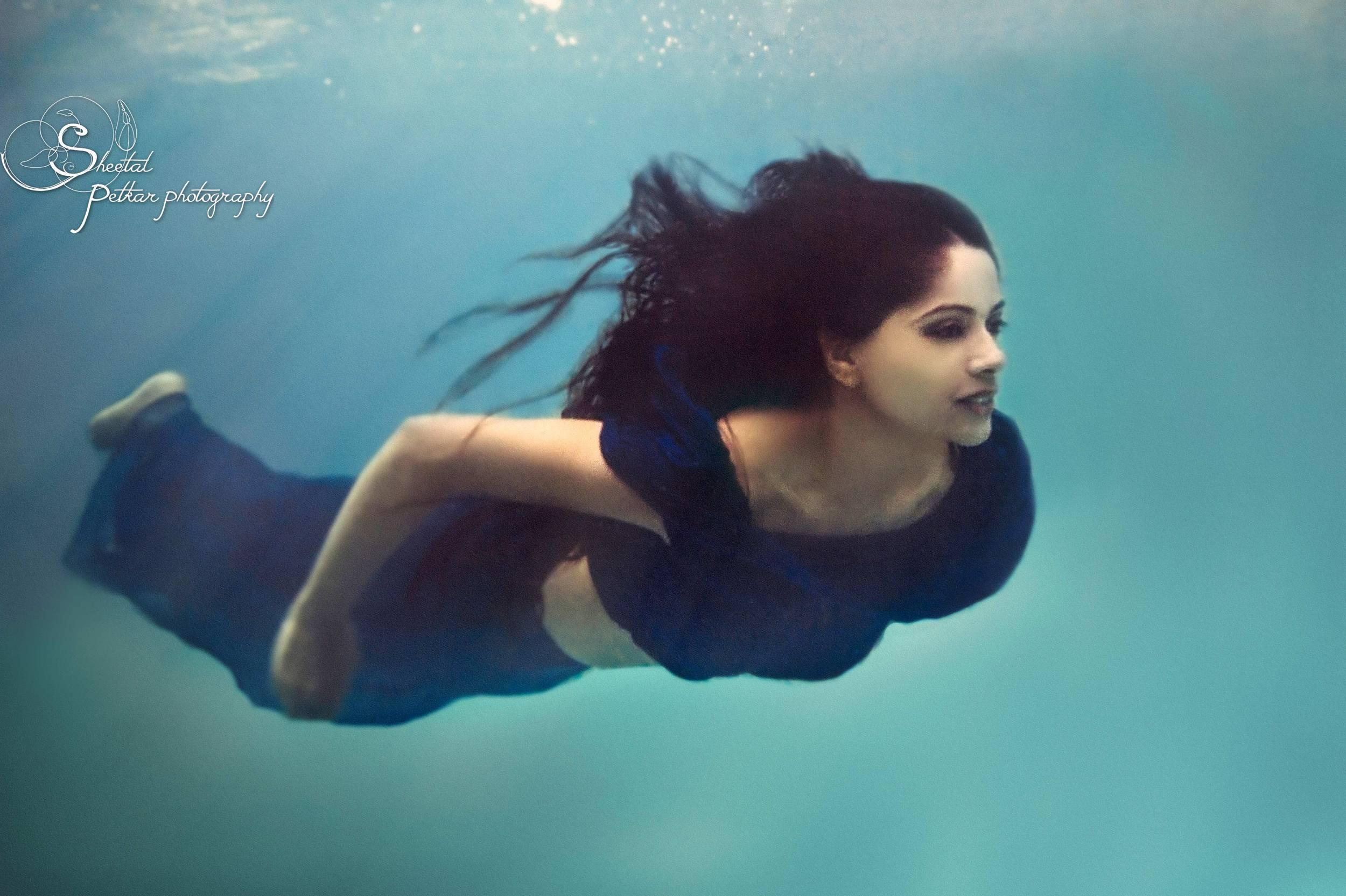 surreal_girl_in_blue_underwater.jpg