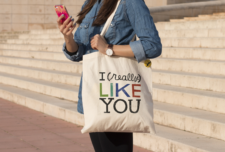 Fashionable and organic tote bags are dominating the streets. Photo by © Camaloon