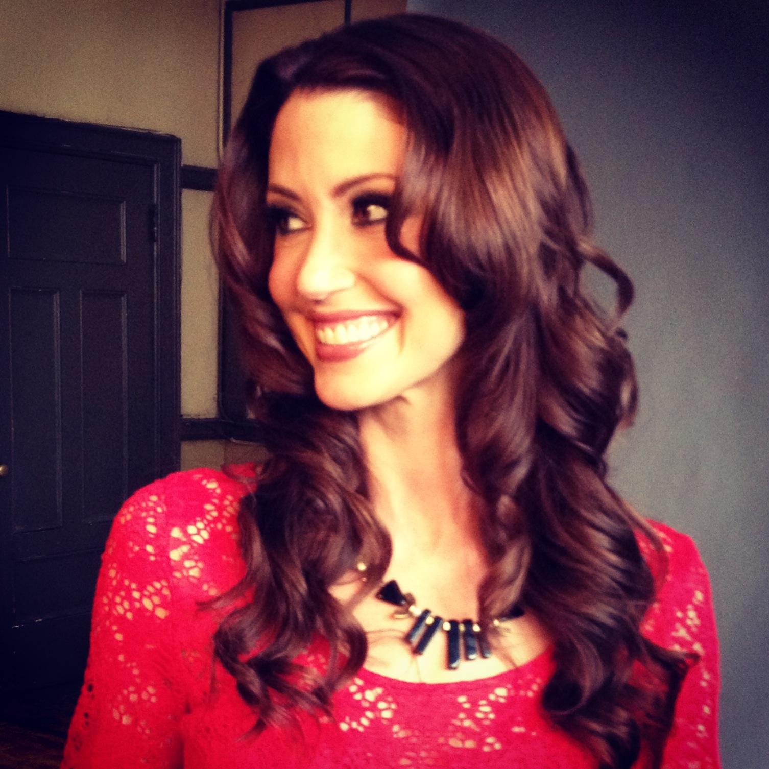 Shannon Elizabeth -Nadia from America Pie - wearing  HEN Jewelry