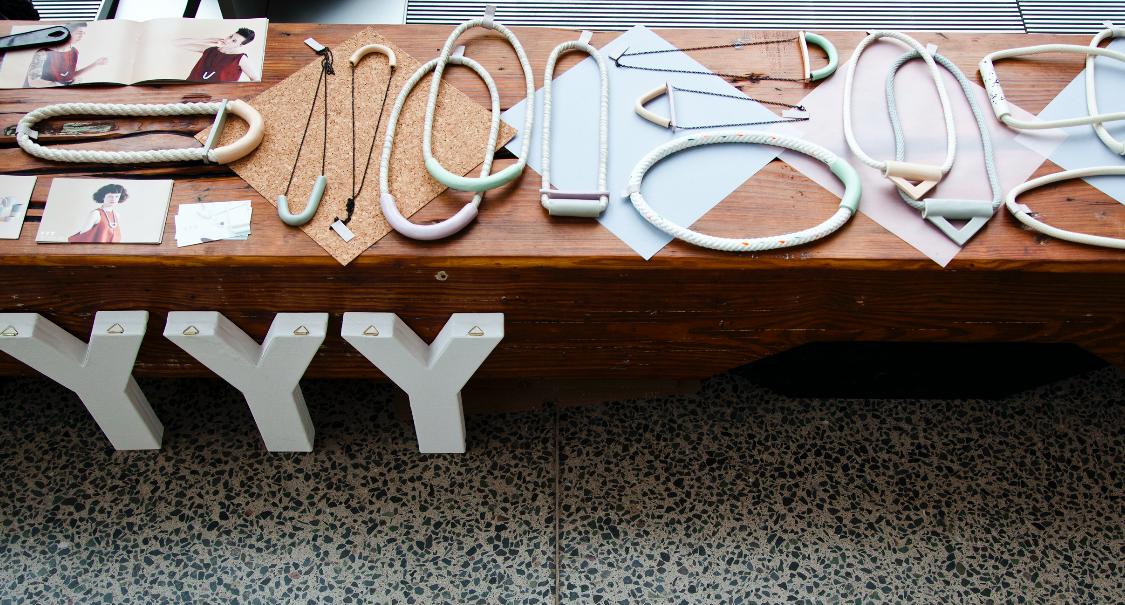 10' Wood display bench