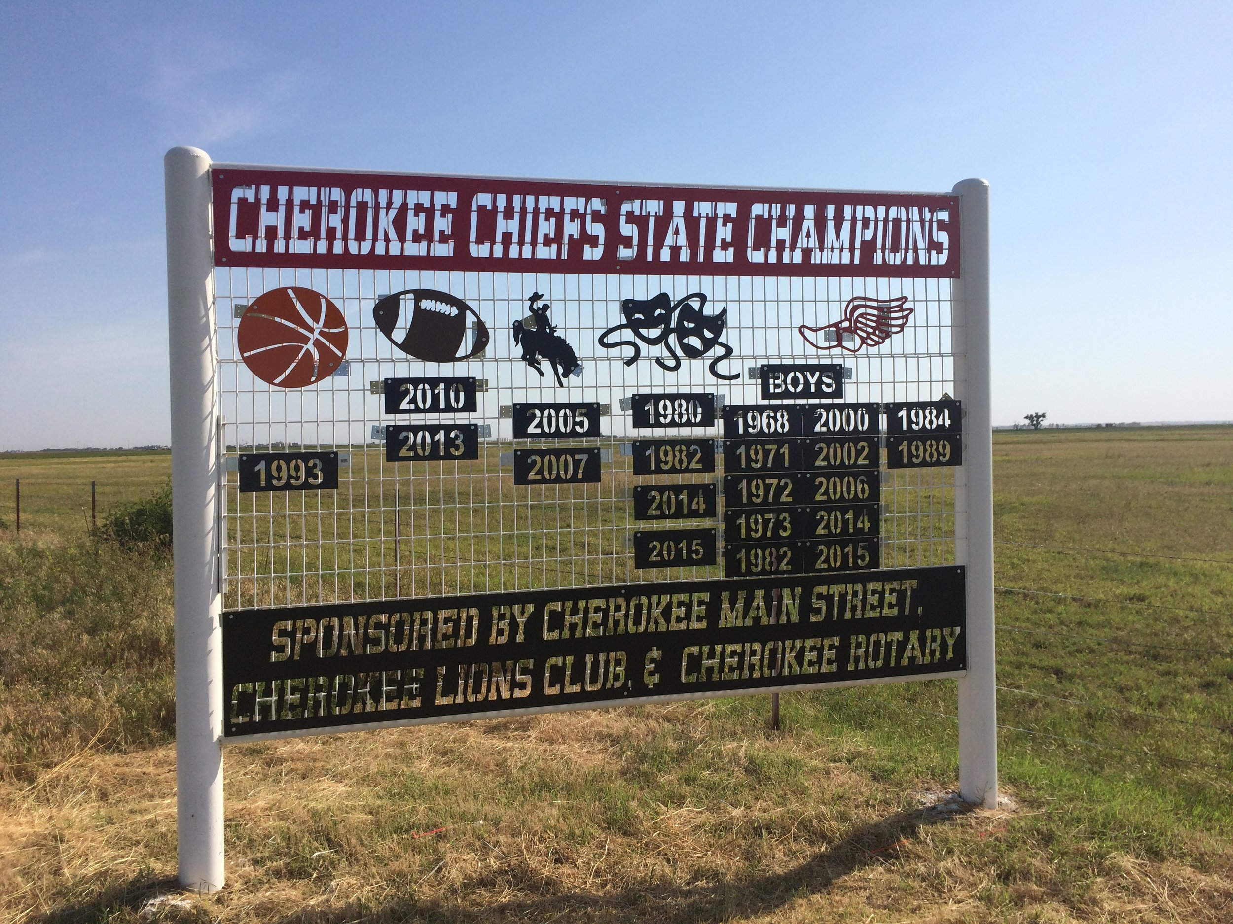 bird on cherokee sign.JPG