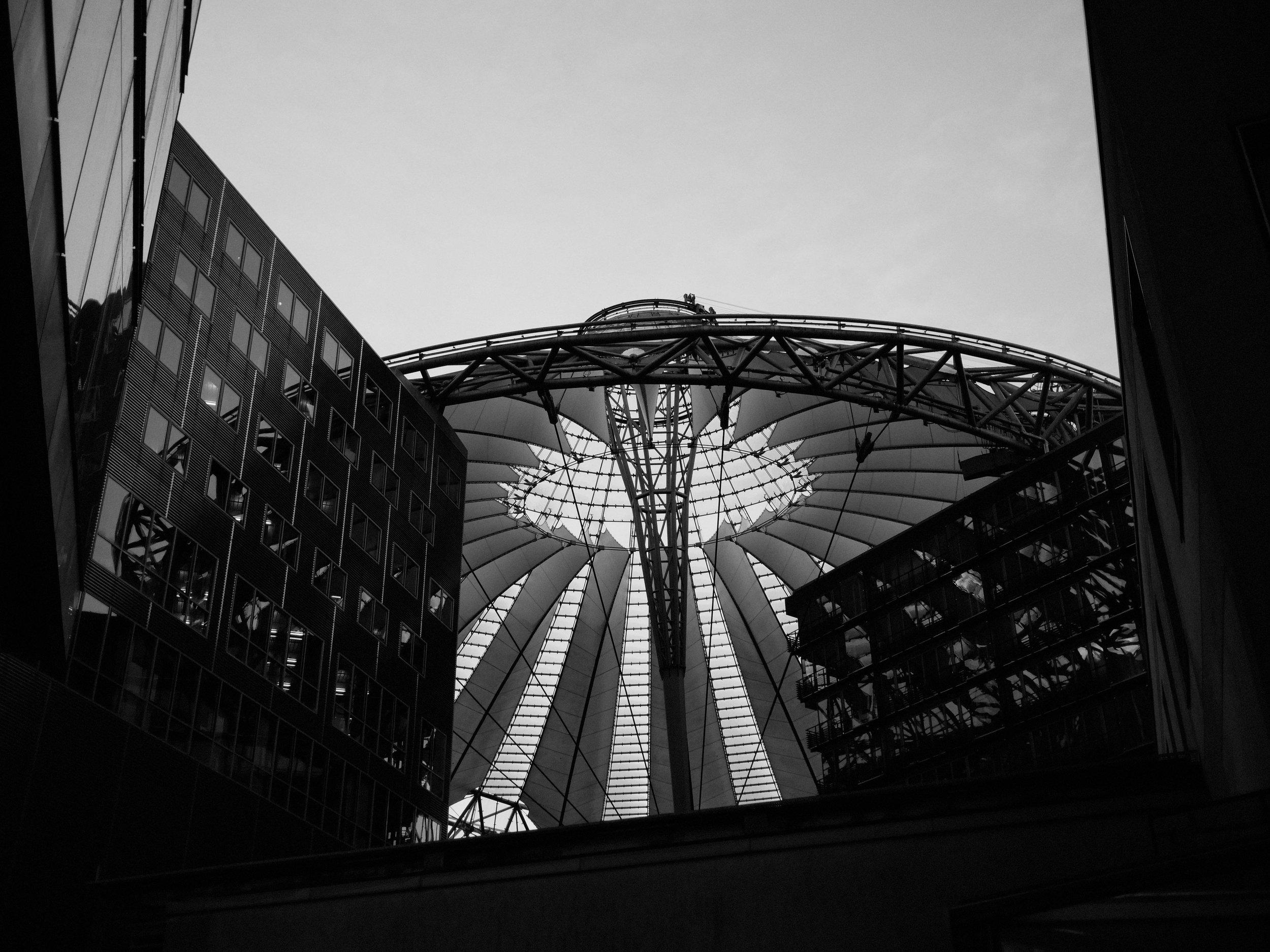 Berlin Sony Center Fotograf Daniel Hammelstein.jpg