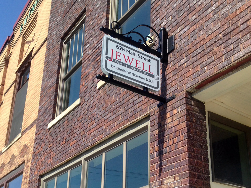 Jewell-Family-Dentistry-blade-sign.jpg