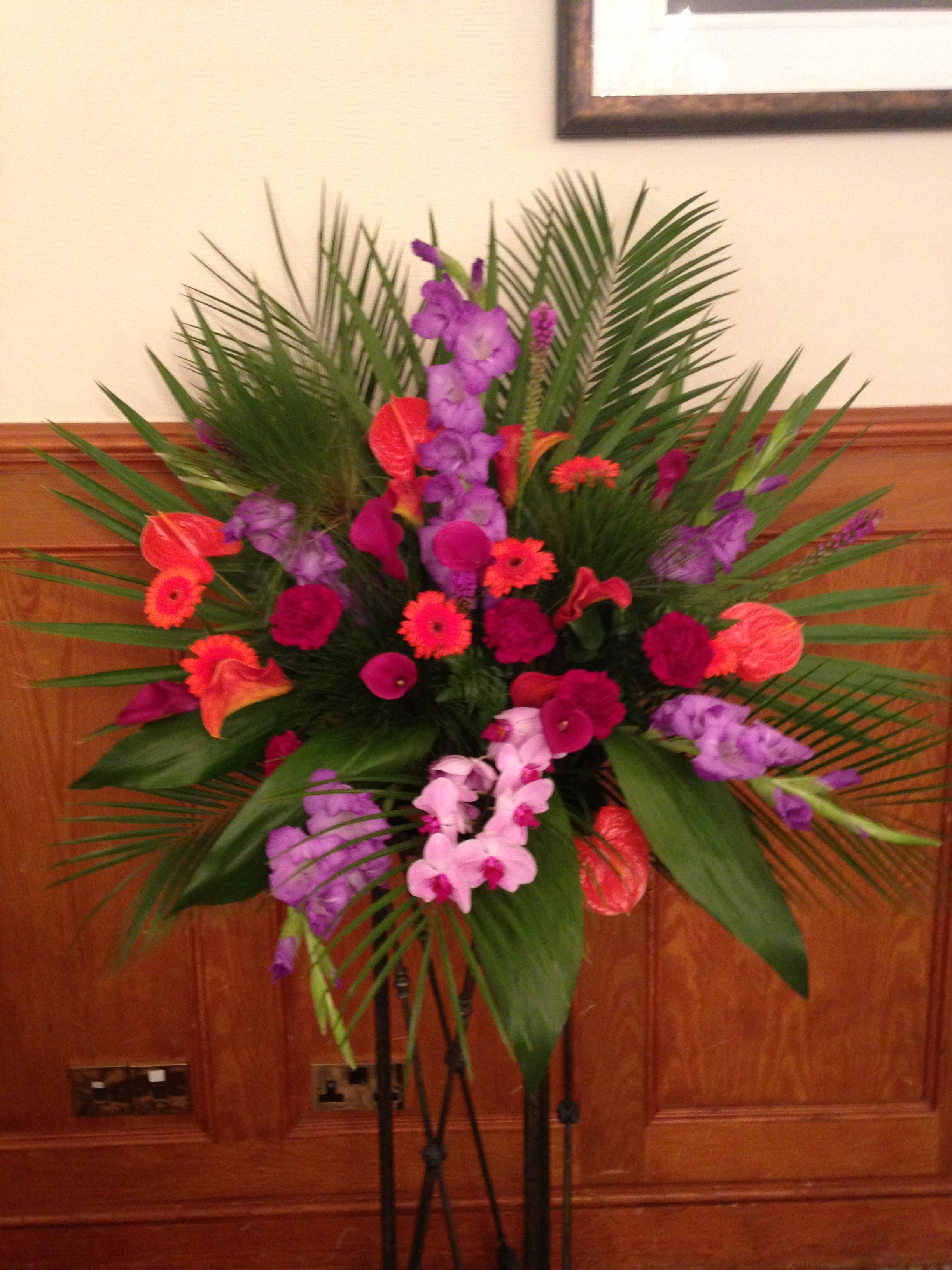 Tropical flower pedestal