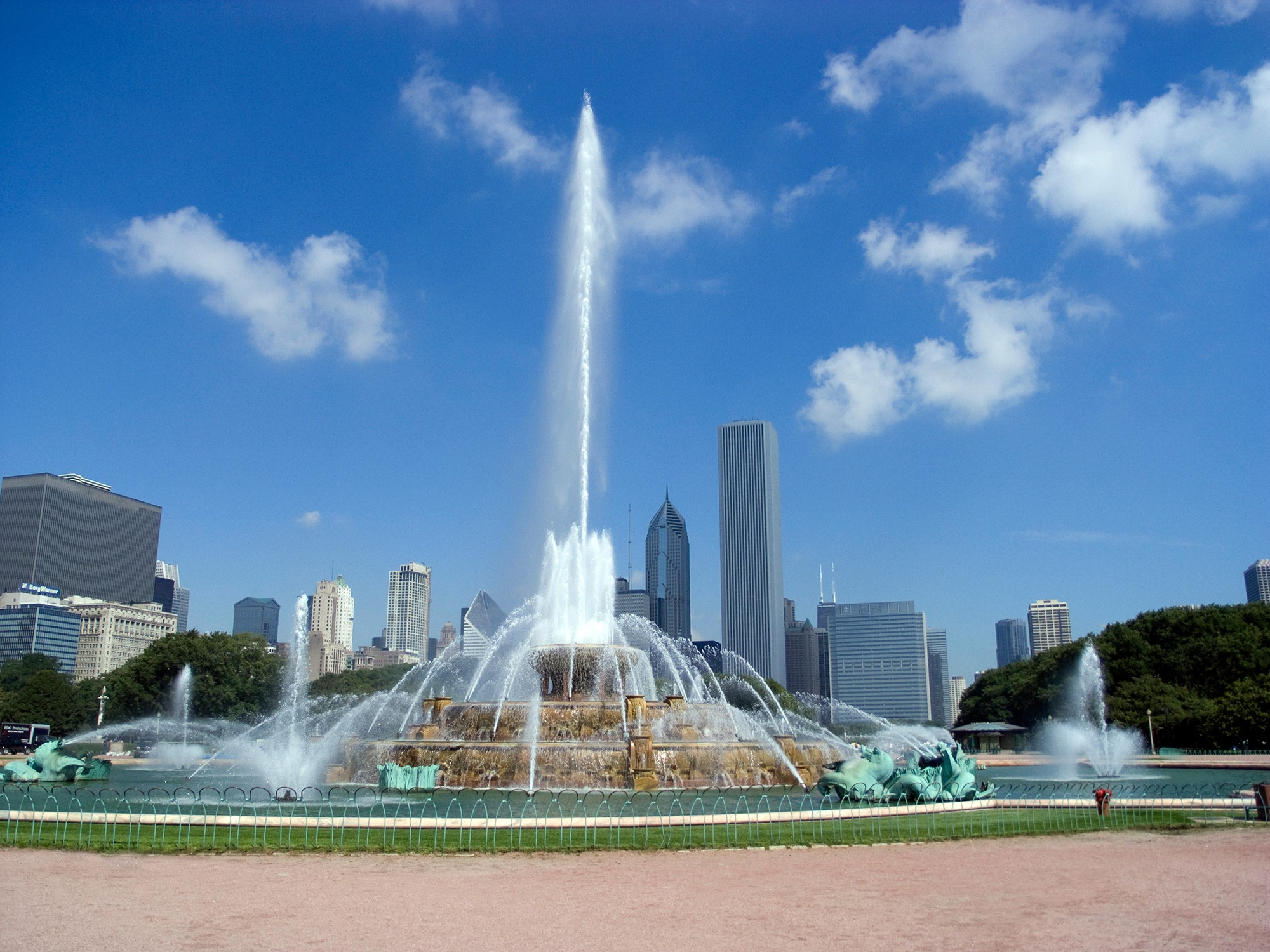 Buckingham Fountain is missing a palace in front of it though. The Americans aren't that big on royalty, if their history is any guide.
