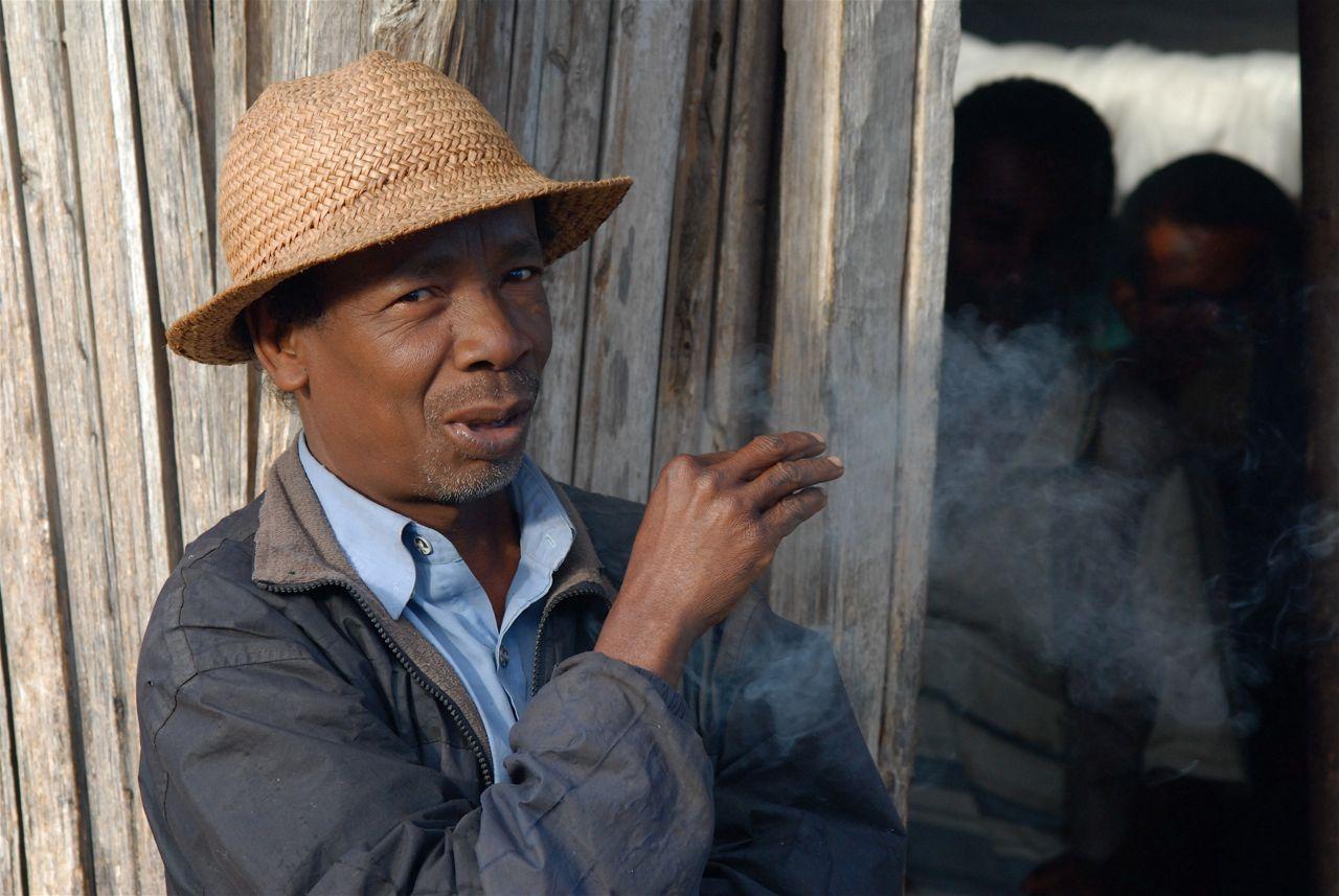 Anjailavabe Smoking Man