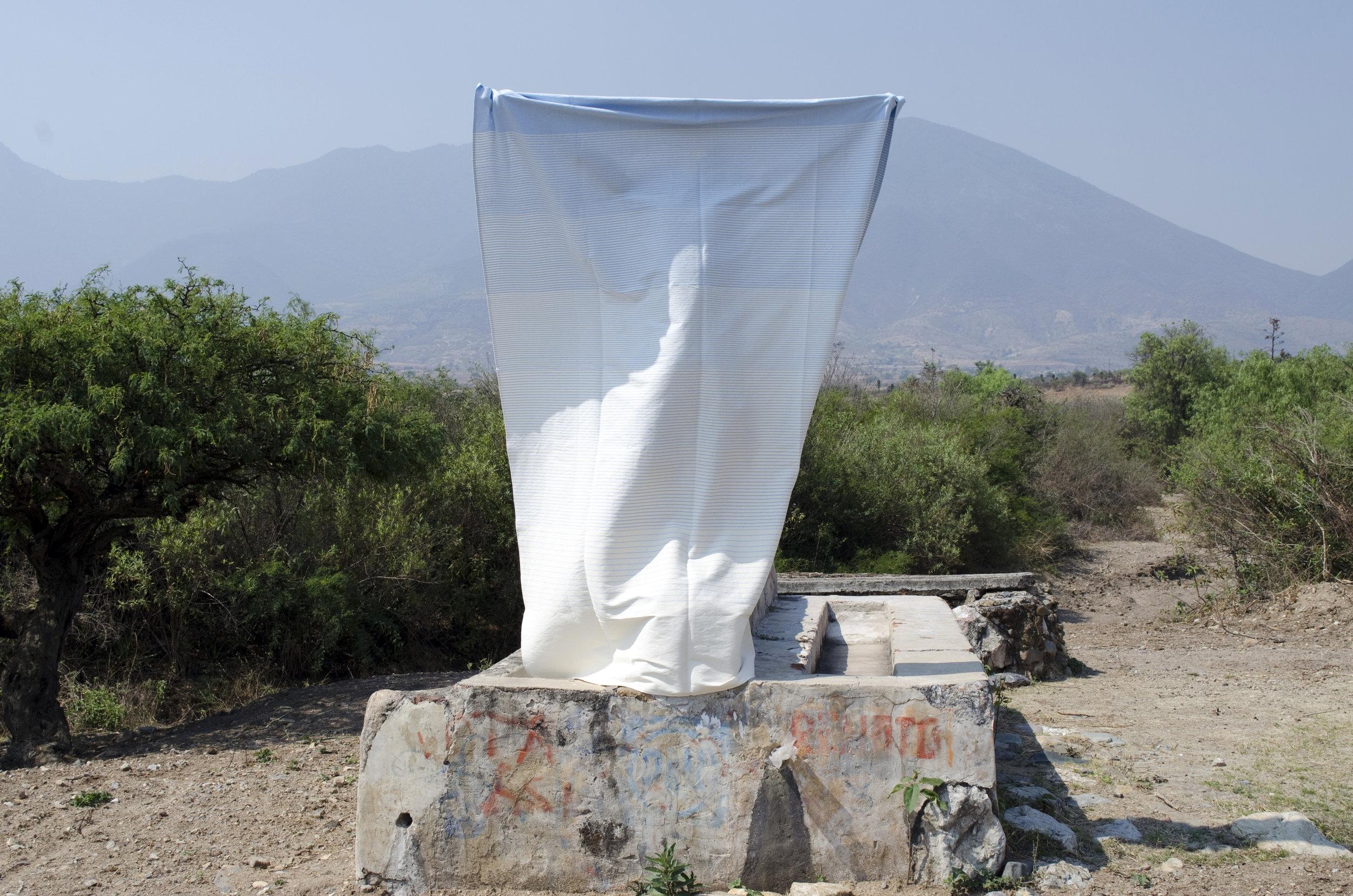 diario_oaxaca-tableclothing-context2.jpg