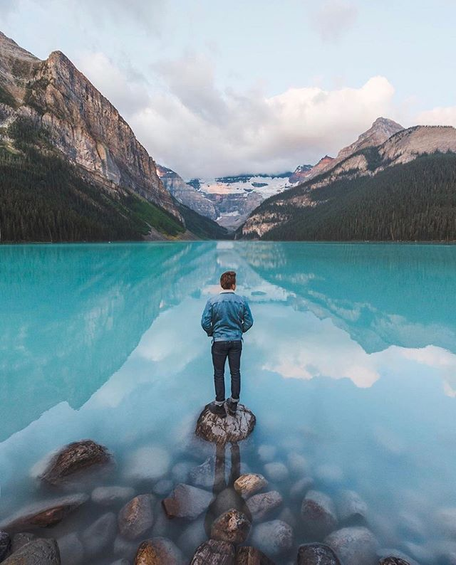 We're getting excited for a number of great community events coming up over the next two weekends, including a great day at Lake Louise on October 6 during one of the prettiest seasons of the year. You can head over to the link in our bio to RSVP for that one, check out some of the others, or sign up via email to stay in the loop on all upcoming events as they continue to roll out in a variety of cities. ______ Image by @mikesugianto #Socality #ThisIsMyCommunity
