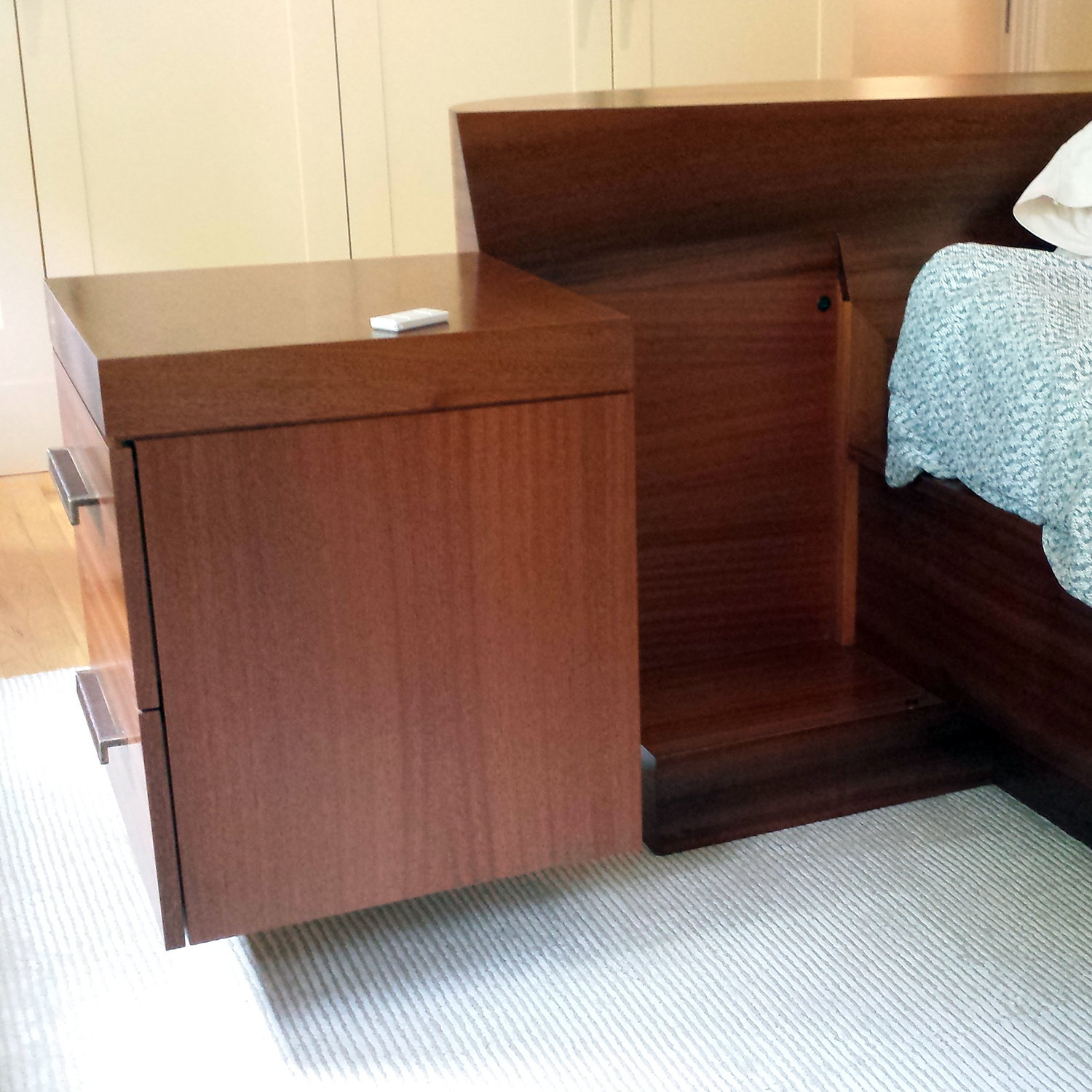 island_bed_hinged_sidetable2.jpg