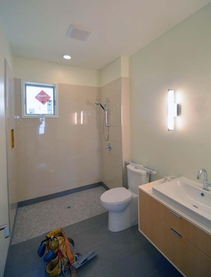 061217 Main floor bath.jpg