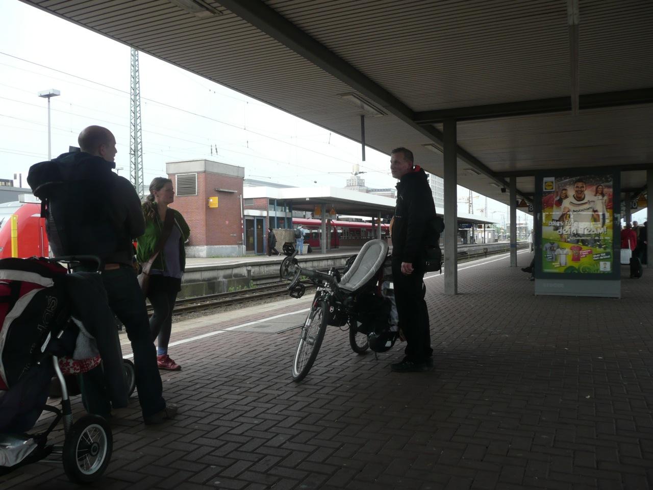 Warten auf den Zug nach Osnabrück / waiting for the trrain to Osnabrück