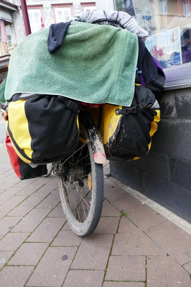 Fahrrad nach Schlammpiste von hinten