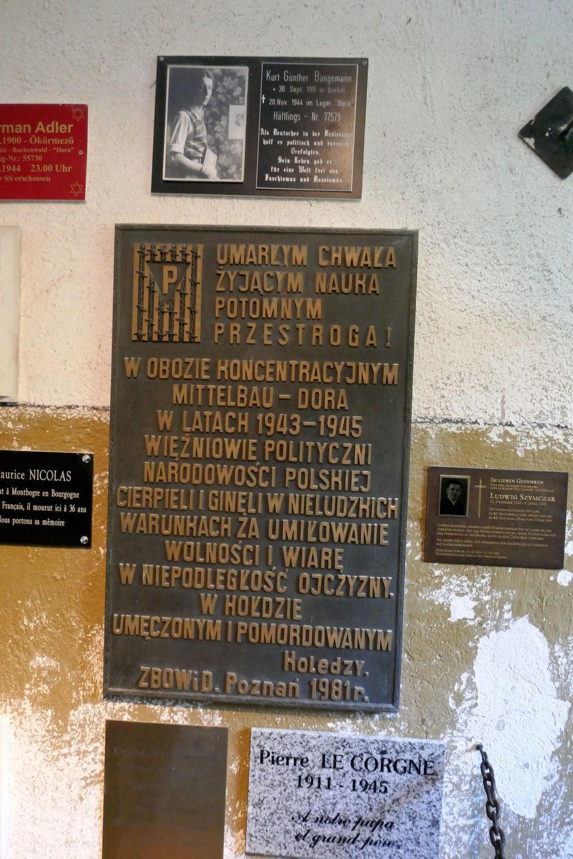 Gedenktafeln im Krematorium von DORA