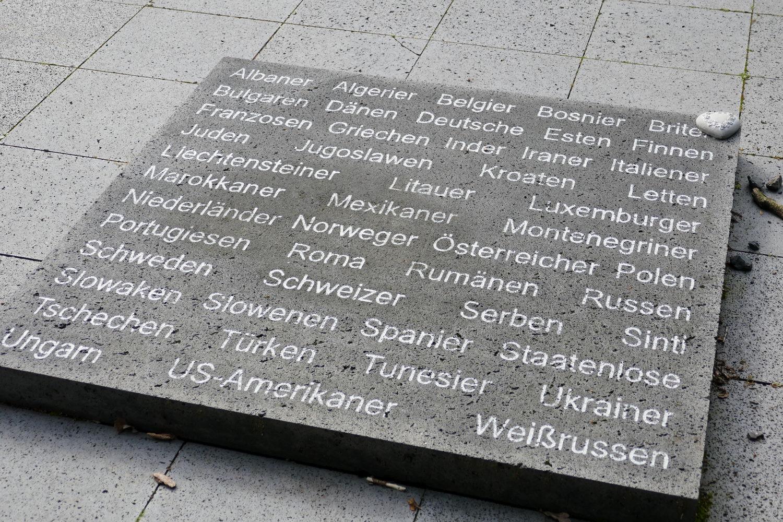Gedenktafel mit Benennung der Nationen der Häftlinge