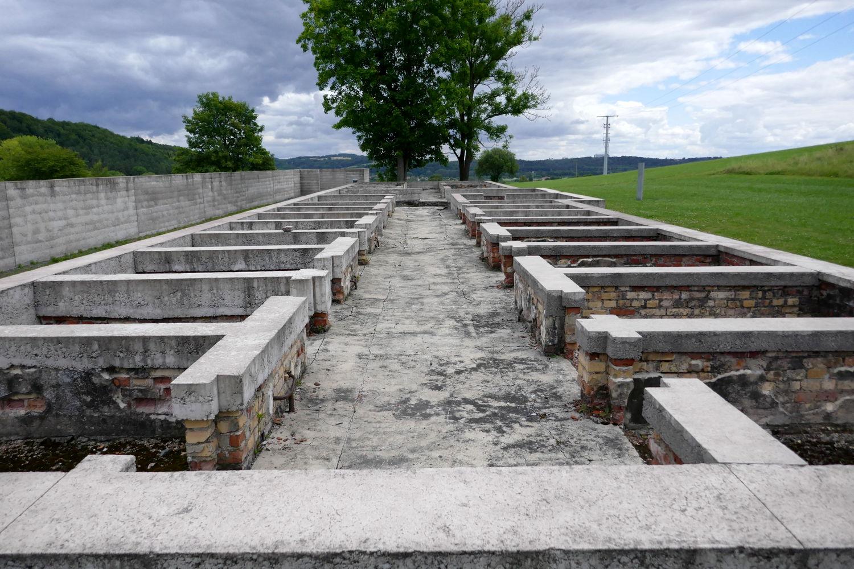 freigelege und gesicherte Fundamente des Gefängnisses