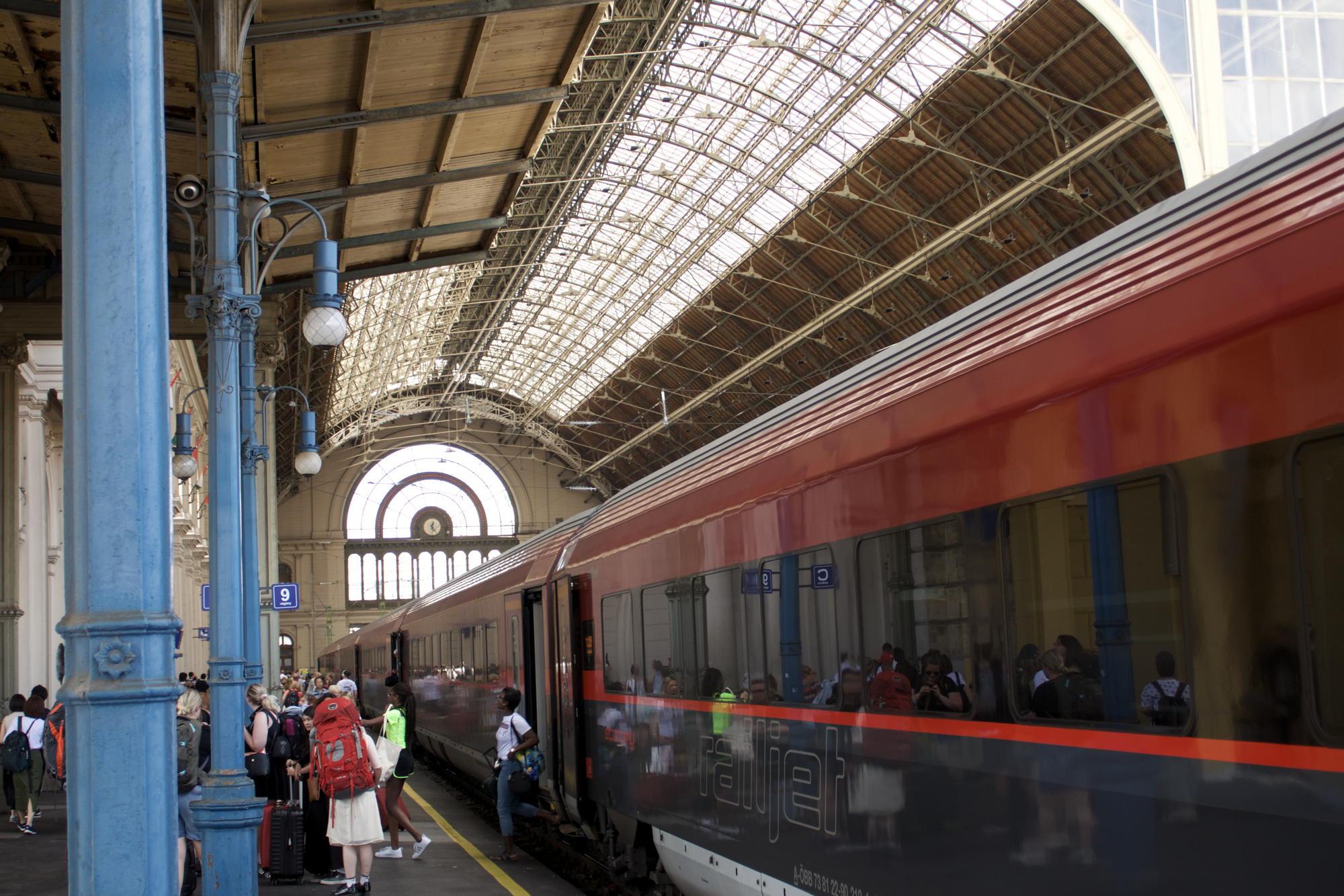 Die Bahnhofshalle in Budapest Keleti.jpg