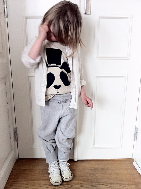 I also love how these Slouchy Sweatpants are outfitted with an Oversize Animal Graphic Tee and Classic Converse Sneakers… this is another very Easy Way to Outfit these new Slouchy Sweatpants for a boy or for a girl. And if you want your Little One to look like a Celebrity Kid, these  Mini Rodini Slouchy Sweatpants are the ones for you…  Jessica Alba ,  Orlando Bloom ,  Gwen Stefani , &  Alicia Keys  are all Fans of the Brand Mini Rodini for their Stylish Celebrity Kids.