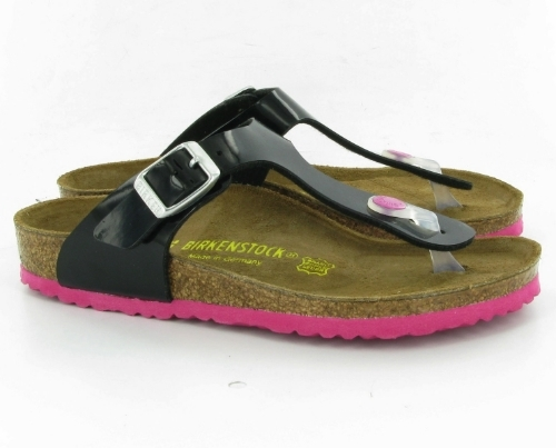 This  Birkenstock Gizeh Kids Toe Post Sandals Black Pink  are my favorite Birkenstocks for girls. I Love the Black upper with the pop of Pink at the toe post and at the sole- they are just girly enough while still being very cool! Pop colored soles were a trend in sandals last summer, and will continue to be a trend into this summer as well.