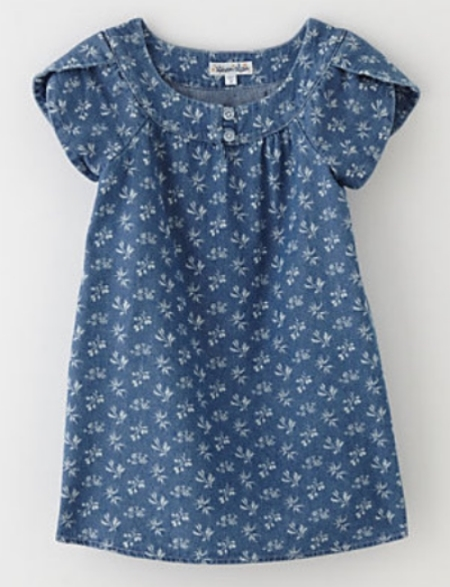 This  Steven Alan Girls Breaker Dress comes in indigo discharge nature print, has flutter sleeves and an easy a-line silhouette.It also has a slightly wider round neck with two buttons at front. And it is made in USA!