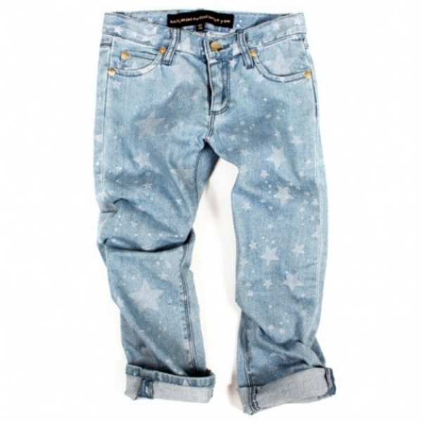These denim blue kids jeans by  Mini Rodini have a light blue garment wash and an Allover Print of White Stars.The design is a classic five pocket model and is Unisex! They have a cool slouchy fit for a boy or a girl (boyfriend jeans are showing up as a trend into Spring for girls!).