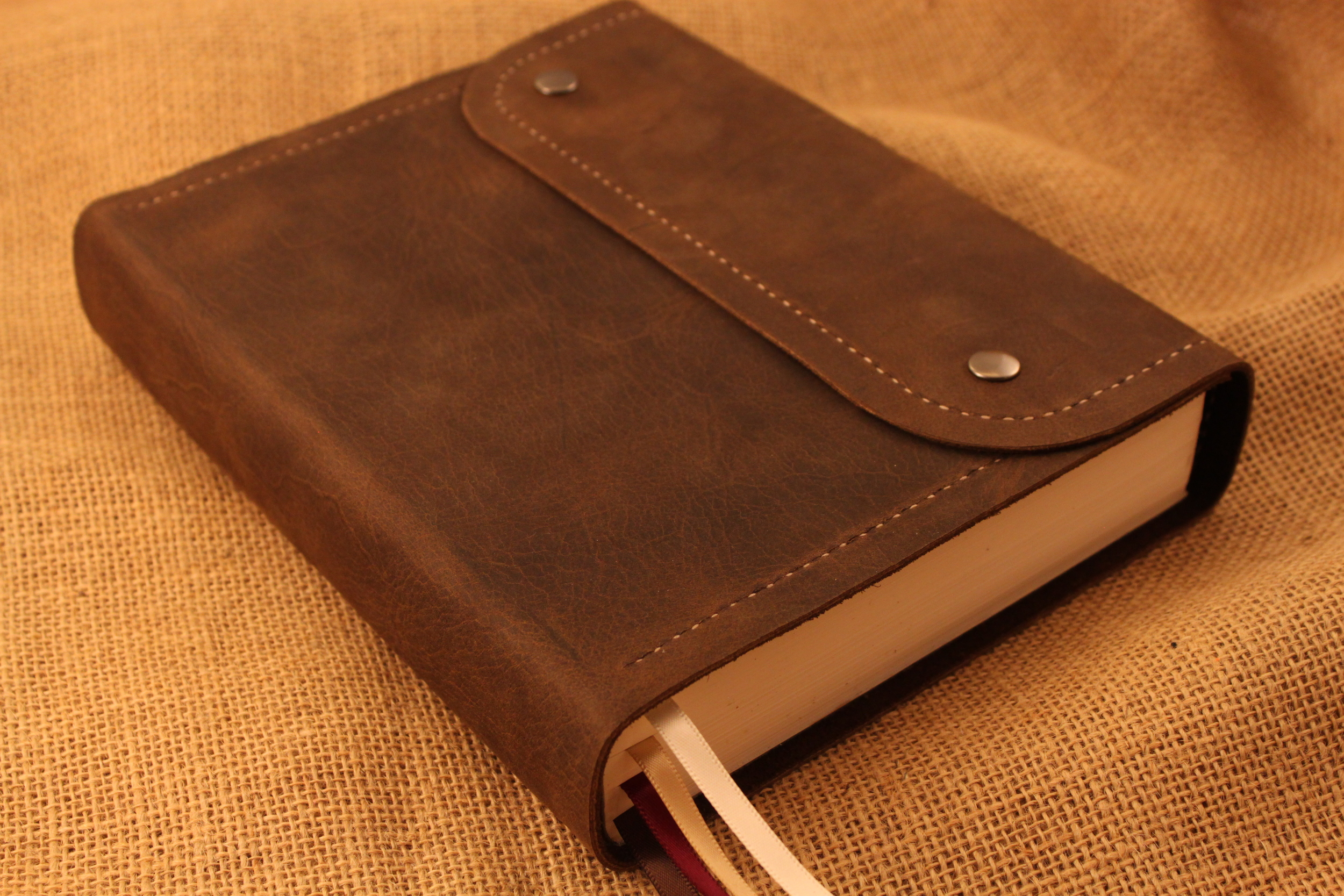 Nelson NKJV Wide Margin Bible in Distressed Brown Leather