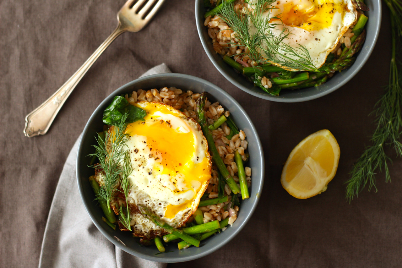 Farro with Crispy Egg, Asparagus and Dill
