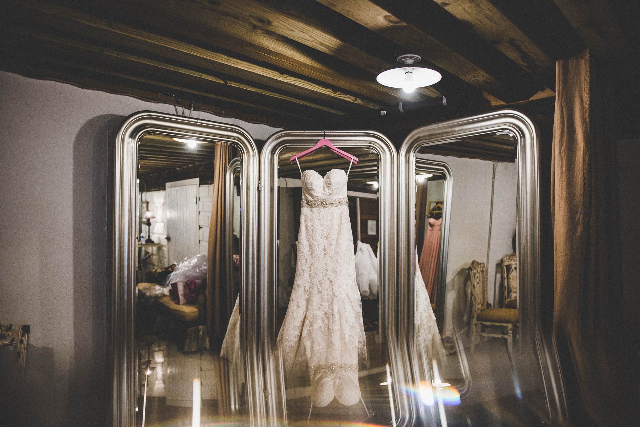 Hidden Vineyard Barn Wedding Barn | Miss Lyss Photography | www.misslyssphotography.com