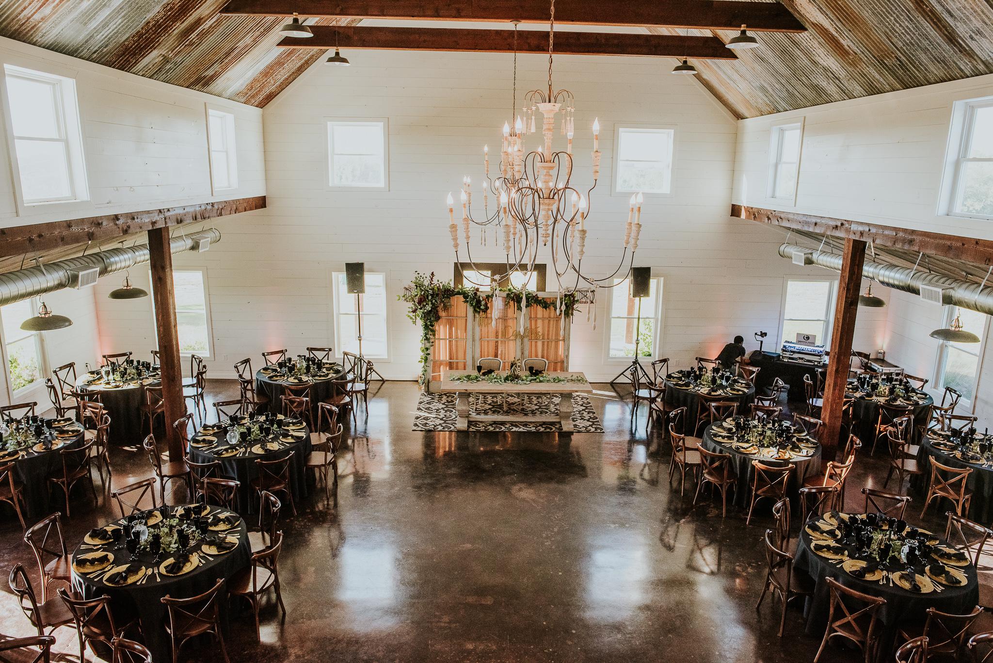 Texas Wedding Photographer | Five Oaks Farm, TX | Miss Lyss Photography | www.misslyssphotography.com