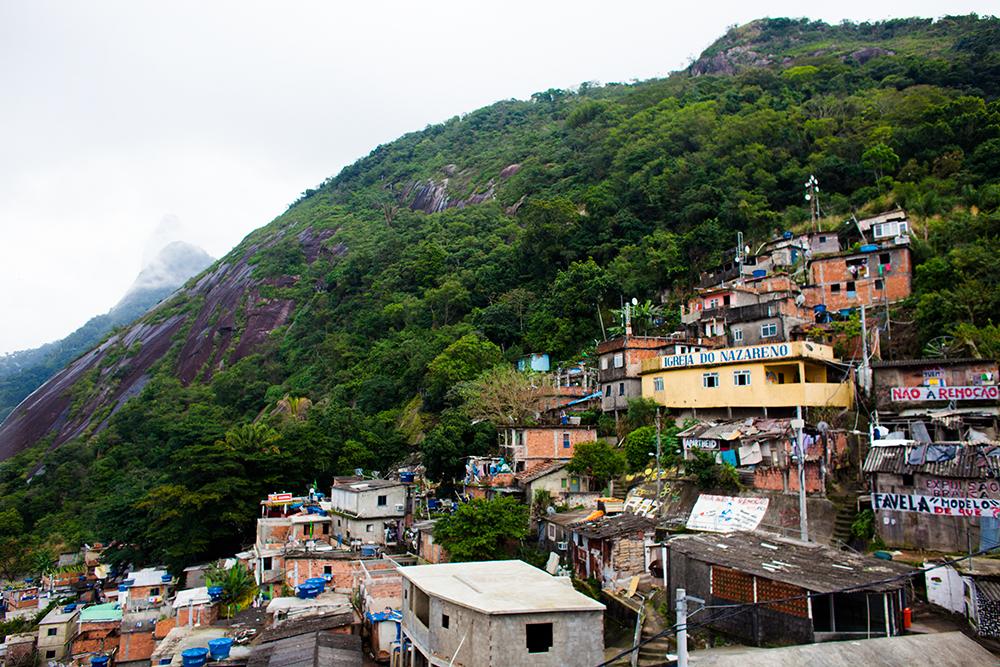 thehundreds-shayna-batya-rio-de-janeiro-favela-09.jpg