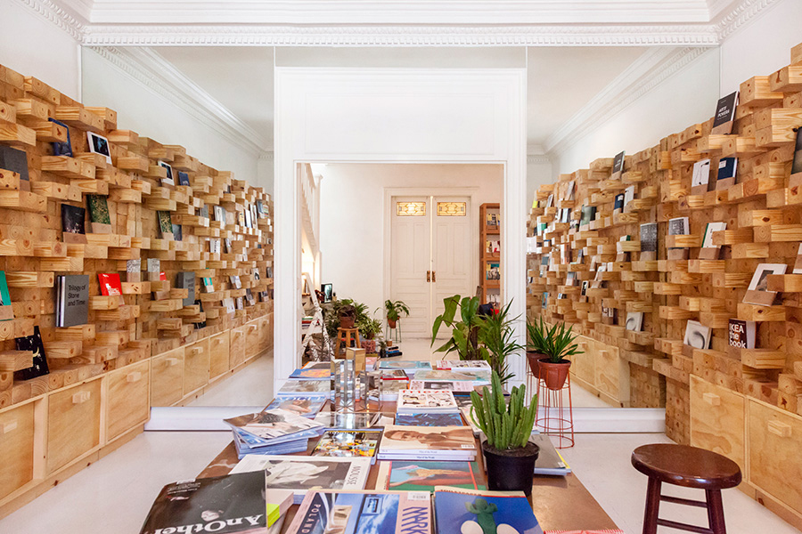 jorge-diego-etienne-casa-bosques-wood-wall-1