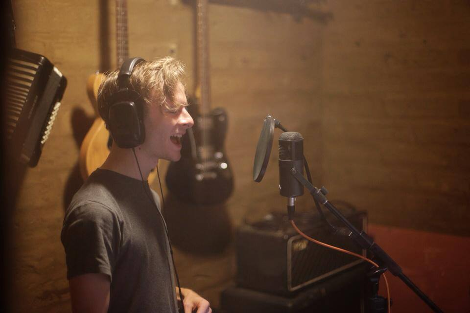 Tommy slamming down some tasty vocals!
