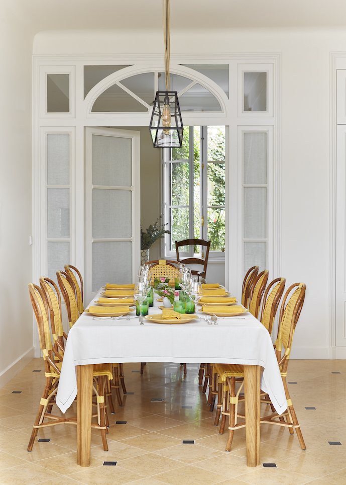 The cookschool dining table where we share all our meals