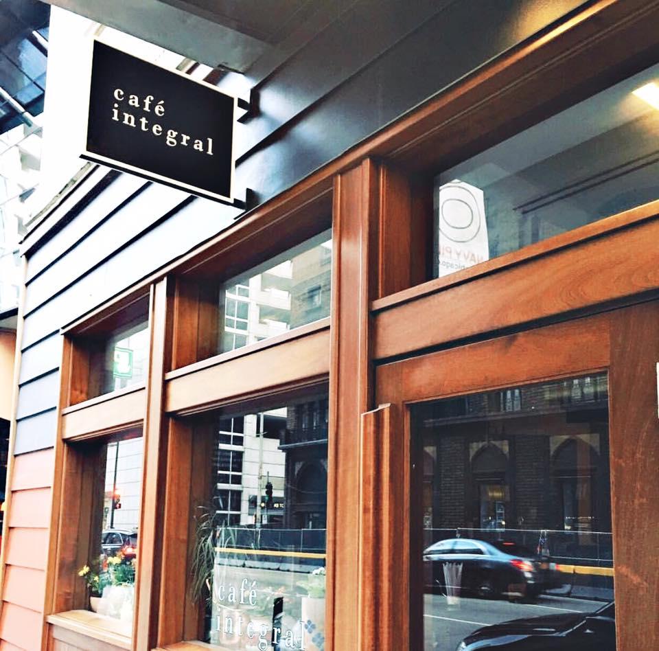 gluten-free-eating-chicago-river-north-cafe-integral.jpeg