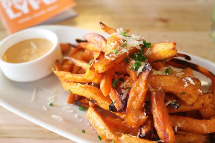 lyfe-kitchen-chicago-review-sweet-potato-fries.jpg