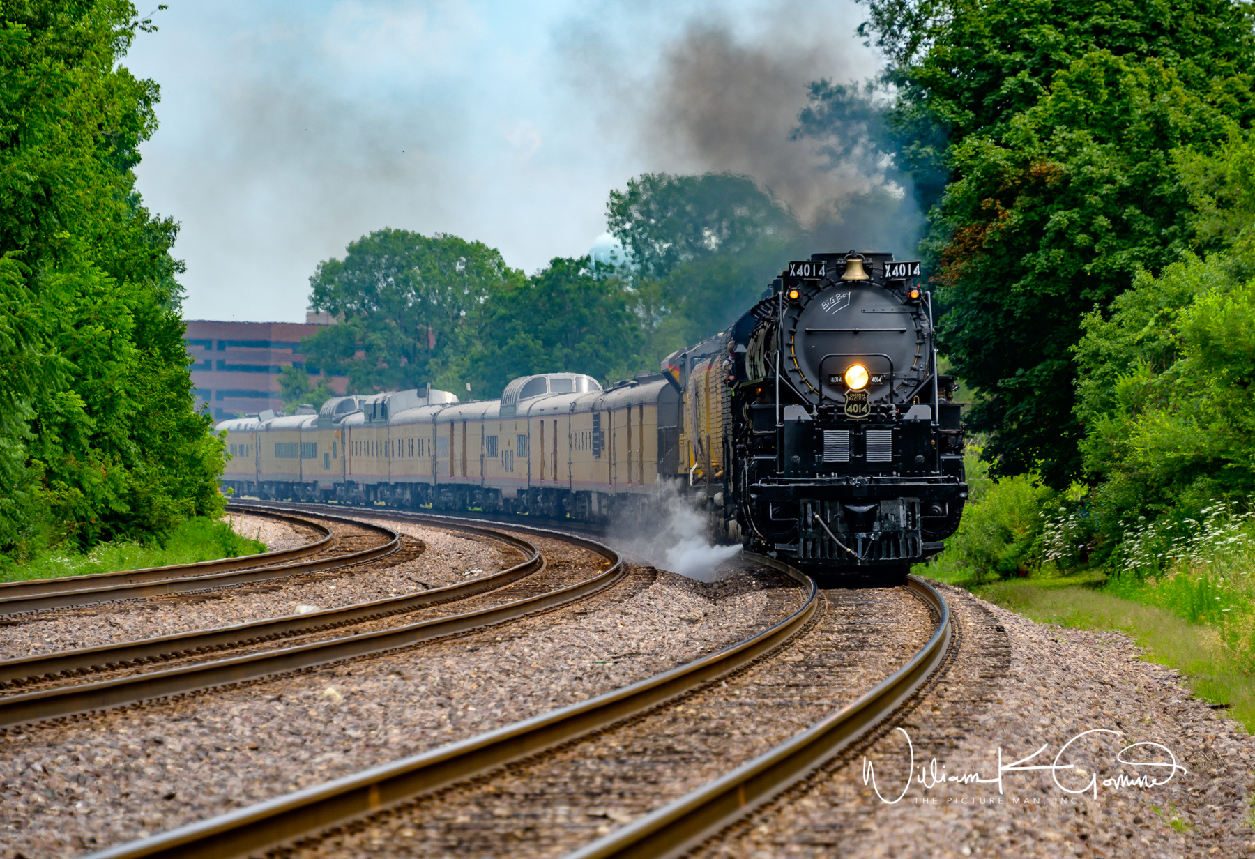Big Boy 4014 coming around the bend at Winfield Il.