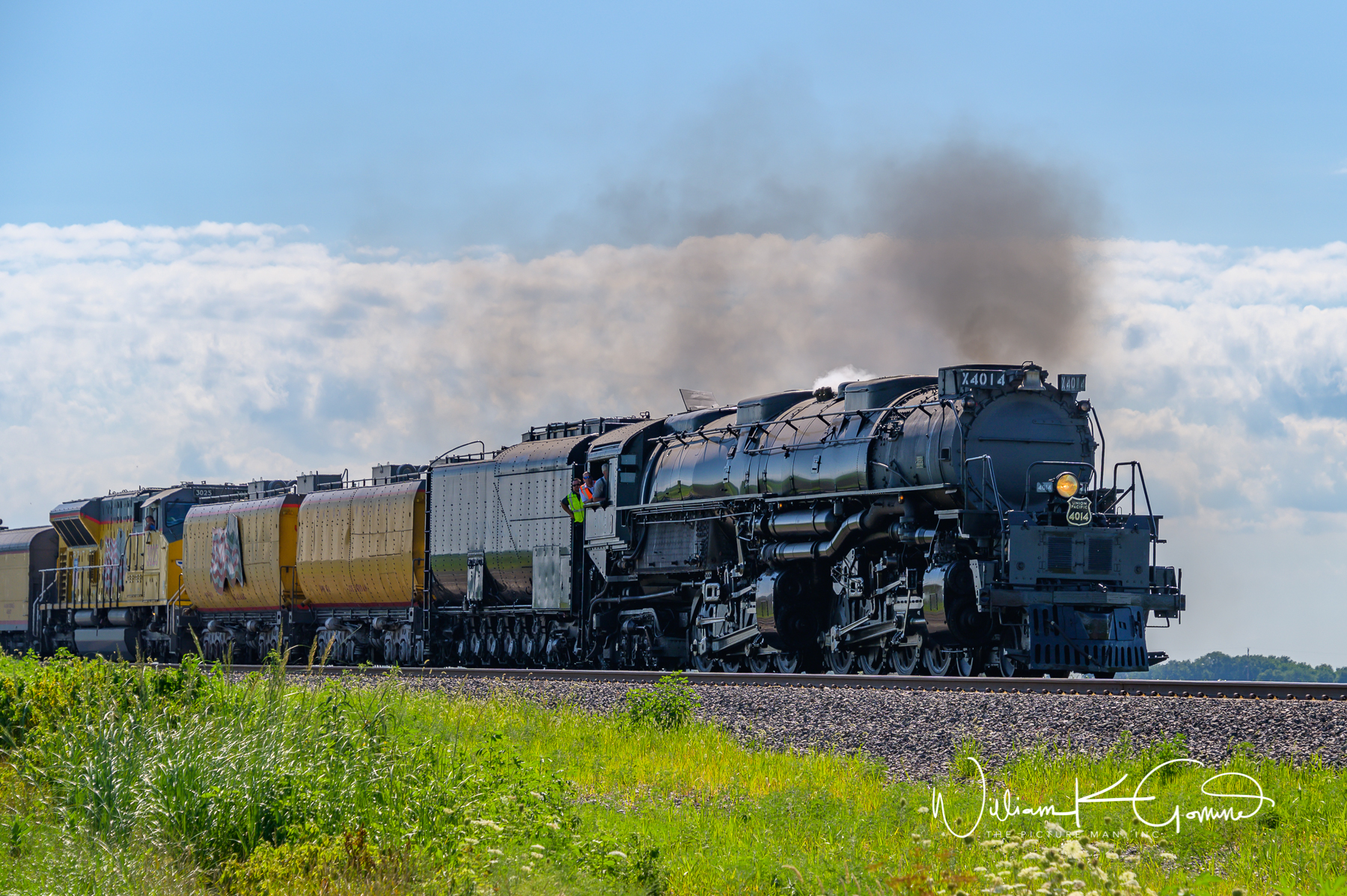 Big Boy 4014 rolling into Malta, Illinois in DeKalb County.