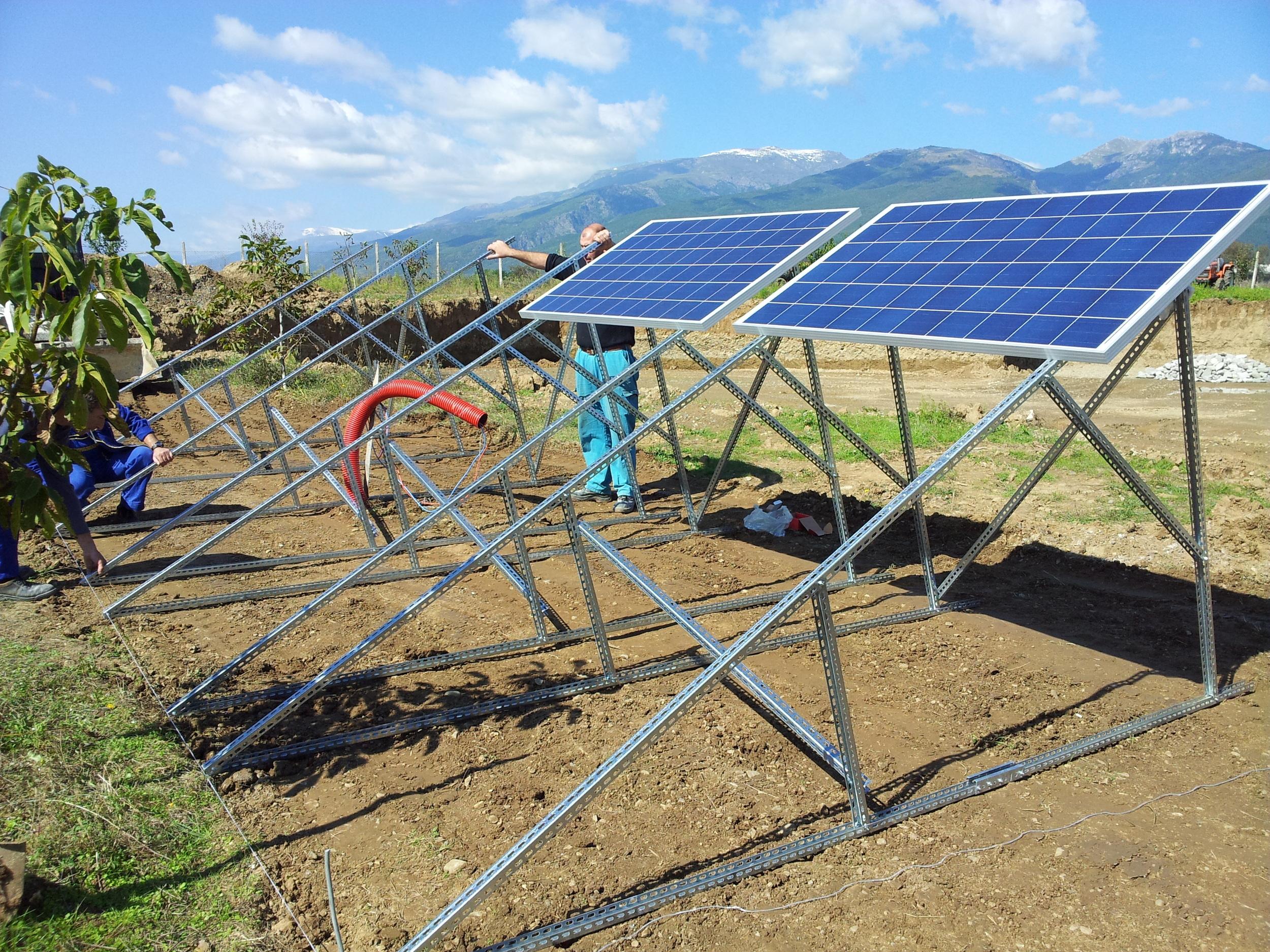 Добре оптимизирани, финансово ефективна соларна PV конструкция
