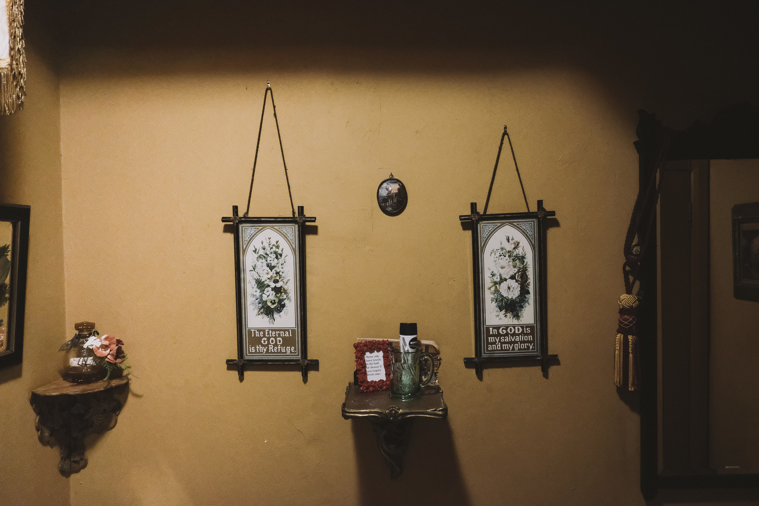 La Rosa Hotel Whitby // Sacre Coeur Room Wall Bathroom // By Wedding Photographer Barry Forshaw